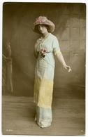 EDWARDIAN FASHION : PRETTY LADY WITH HAT / LONDON - CLAPHAM, SENIOR MASONIC SCHOOL / ADDRESS - KILBURN - London Suburbs