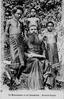 INDONESIE - NOUVELLE GUINEE - MISSIONNAIRE ET SES CATHECHISTES - Papouasie-Nouvelle-Guinée