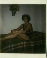 1970s VINTAGE RISQUE AMATEUR PHOTO -  NAKED WOMAN HOUSEWIFE STRIPPING (489) - Bellezza Femminile Di Una Volta < 1941-1960