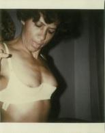 1970s VINTAGE RISQUE AMATEUR PHOTO -  NAKED WOMAN HOUSEWIFE  (496) - Bellezza Femminile Di Una Volta < 1941-1960