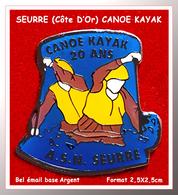 SUPER PIN'S CANOE-KAYAK : LES 20 ANS De L'A.S.N De SEURRE (CÔTE D'OR) émail Base Argent + Vernis, 2,4X2,4cm - Canoeing, Kayak