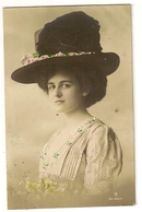 43 - Mode- Jeune Dame - Chapeau Original - Mode