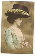 44 - Mode- Jeune Dame - Chapeau Original - Mode