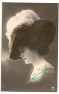 45 - Mode- Jeune Dame - Chapeau Original - Mode