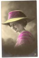54 - Mode - Jeune Dame - Chapeau Original - Mode