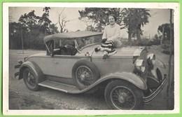 Portugal - Senhora Com O Seu Carro - Olds Cars - Vintage Car - Voitures - Ford - Mulher - Woman - Femme - Taxi & Carrozzelle