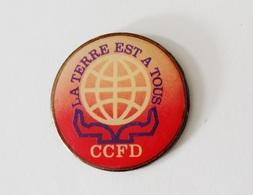 Pin's CCFD La Terre Est à Tous Signé Coinderoux - 45R - Pin's