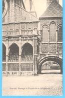 Tournai (Hainaut)-+/-1910-Passage Et Façade De La Cathédrale - Tournai