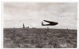 L AUVERGNE   CAMP DE VOL A VOILE DE LA BANNE D ORDANCHE  DEPART AU TREUIL D UN PLANEUR AVIA 40 P - Avions
