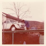 2 CV - Citroen : En Panne Sur Un Pont : 1971 : - Photo Polaroid - ( Format : 8,7cm X 9cm ) - Auto's