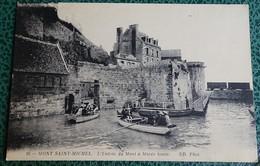 Cpa - Mont Saint Michel - L'entrée Du Mont à Marèe Haute ( Barque Embarcation) - Le Mont Saint Michel