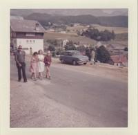 Dauphine - Renault : La Famille En Ballade : 1971 : - Photo Polaroid - ( Format : 9cm X 9cm ) - Auto's