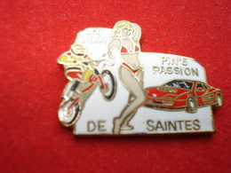 PIN UP FERRARI Pin's Salon Saintes - Pin-ups