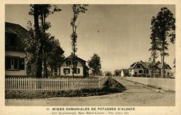 Mines De Potasse D'Alsace Colonie Rossalmend Mine Marie Louise Vue D'une Rue - Otros Municipios