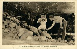 Mines De Potasse D'Alsace Exploitation Souterraine Cassage Des Blocs De Sylvinite - Mineral