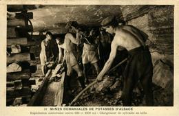 Mines De Potasse D'Alsace Exploitation Souterraine Chargement De Sylvinite En Taille - Francia