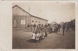 PRISONERS-CAMP-GEFANGENEN-LAGER-KRIJGSGEVANGENKAMP-A IDENTIFICIER-SOLDATS-ENFANTS-BELGIQUE-CARTE-PHOTO-VOYEZ 2 SCANS ! - War 1914-18