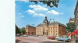 Cpsm -    Paris -    La Mairie Du XIX é, Place Armand Carrel , Voitures   , Cotroén DS , Ami 8      AH1018 - Distretto: 19