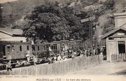 Molières Sur-Céze  30   Le Train Des Mineurs A L'Arret En Gare Avec Le Quai Tres Tres Animé - Other Municipalities