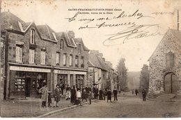 Saint-Fraimbault-sur Pisse  61  Arrivée  Route De La Gare  Tres Tres Animée -Café De La Place Et Epicerie - France