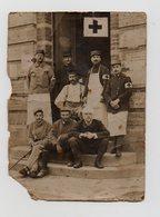PHOTO DE 1915 - MILITARIA - WWI - POILUS AVEC LEURS INFIRMIERS DE L'AMBULANCE 7/14 - Guerre, Militaire