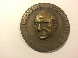 Médaille PORTUGAL : Général Antonio De Spinola. Portugal Democratico 1974 - Obj. 'Souvenir De'