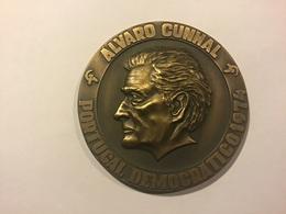 Médaille PORTUGAL : ALVARO CUNHAL. Portugal Democratico 1974 - Obj. 'Souvenir De'
