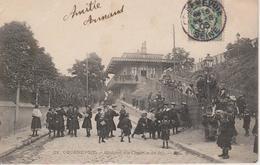92 - COURBEVOIE - STATION DU CHEMIN DE FER - BELLE ANIMATION - Courbevoie