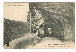 CPA.(38) Les Grands Goulets.Le Facteur D'ECHEVIS Au Sortir D'un Tunnel  (F.027) - Francia
