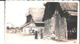 Service Civique Rural 1942. Jacques Piot Et Claude De Roulers. Photo Prise Face à 2 Vieilles Granges, Au Fond Le Berg. - Guerra, Militari