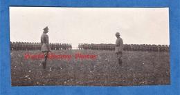 Photo Ancienne D'un Poilu Allemand - AISNE ? SEBONCOURT ? - Revue De Soldat Allemand Par Le Kronprinz ? - Casque WW1 - War, Military