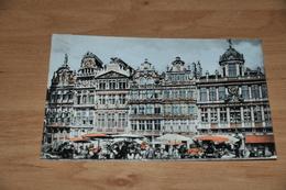 8233-    BRUXELLES, GRAND PLACE - Places, Squares