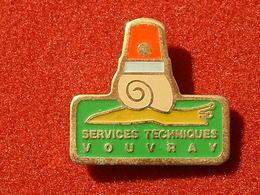 Pin's ESCARGOT - SERVICES TECHNIQUES VOUVRAY - Animaux