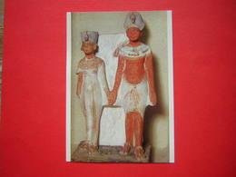 CPM PARIS MUSEE DU LOUVRE DEPARTEMENT DES ANTIQUITES EGYPTIENNES LE ROI AKHENATON ET LA REINE NEFERTITI   NON VOYAGEE - Musées