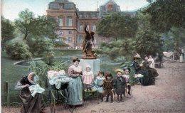 CPA,Paris IIIe Square Du Temple Et Mairie, Enfants Avec Leurs Nounous Devant Le Square, Colorisée - Paris (03)