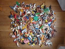 ENORME LOT DE FIGURINES Anciennes DIVERSES Plastique Essentiellement 1970-90 ANNIMAUX SAUVAGES ZOO ET FERME - FIGURINE - Figurines