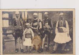 ALB12  ~~  ALBANER IN FESTKLEIDUNG - Albanie