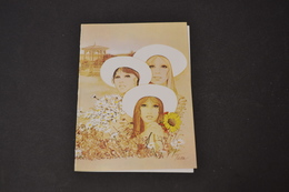 Mini Calendrier 1981 Dessin De TARA 3 Femmes Au Milieu Des Fleurs  Bijoux GUBIN - Calendriers