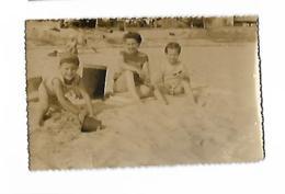 SUR LA PLAGE ATELIER PHOTOGRAPHE MIMIZAN 1955 - Anonymous Persons