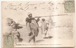Oudjda Un Soldat De La Mahalla Avec Son Arme De Guerre - Autres