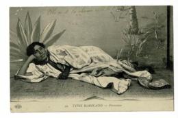 22 - Types Marocains - Paresseuse (Mauresque Allongée Devant Un Décor De Studio Sur Une Natte) Circulé 1913 - Afrique
