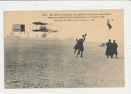 HENRI FARMAN VA PASSER LE POTEAU D ARRIVEE DANS LE GRAND PRIX D AVIATION 1908 CPA BON ETAT - Meetings