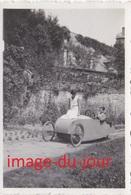 Photo Ancienne  VOITURETTE VELOCAR CYCLECAR TROIS ROUES VOITURE A PÉDALES - Automobiles