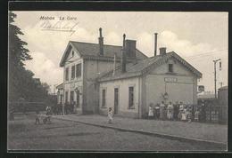 CPA Mohon, Personne Devant La Gare - France