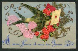 11832  CPA  Bonne Fête : Fleurs Et Hirondelle Tenant Une Lettre Dans Le Bec  (carte Souple) - Fêtes - Voeux
