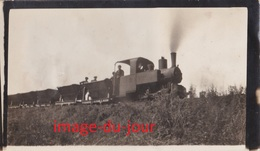 Photo Ancienne  LOCOMOTIVE A VAPEUR TRAIN CHEMIN DE FER WAGON - Trains