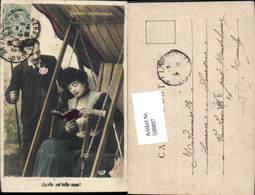 598897,Foto AK Frau Hollywoodschaukel Lesen Buch Kuss Paar Liebe Schaukel - Paare