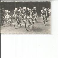 GROUPE DE CYCLISTES - Cyclisme