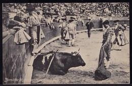 CPA PORTUGAISE - PORTUGAL * BOMBITA III MOMENTO DE DAR A PUNTILLA ( Manuel Torres Reina ) * Fondeur Montepio De Toreros - Corrida