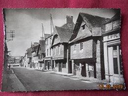 CPM GF - Le Faou - La Grande Rue Avec Ses Vieilles Maisons Du XVIe Siècle - France